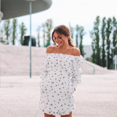 Blusa de manga balão e padrão de andorinhas