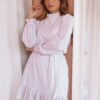 Vestido oversize, branco bordado a lilás