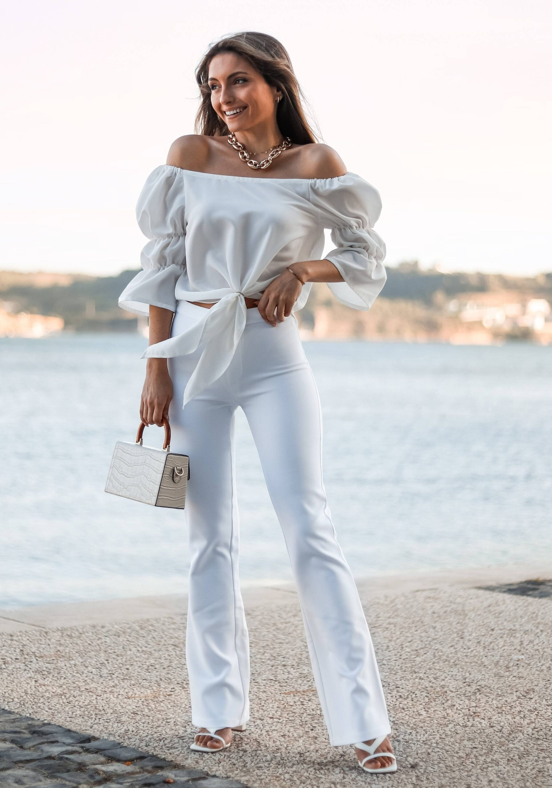 Blusa branca de manga balão