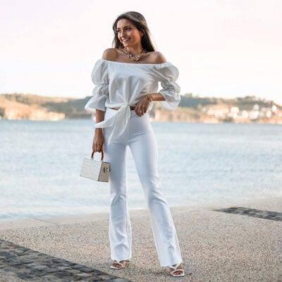 Calças brancas flare, de cintura média